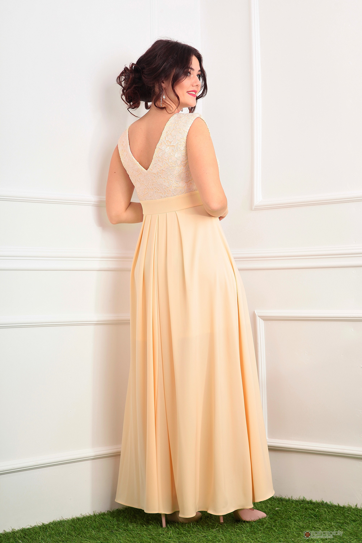 Моднейшие бежевые платья